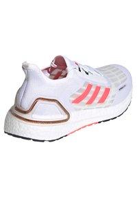 adidas Performance - ULTRABOOST SUMMER.RDY - Zapatillas de running estables - weiss/pink (979) - 2