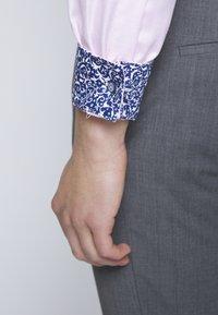 OLYMP - OLYMP LUXOR MODERN FIT - Shirt - rose - 5