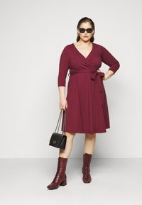 Dorothy Perkins Curve - WRAP DRESS - Day dress - berry - 1