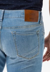 BRAX - STYLE CHUCK - Slim fit jeans - summer blue used - 3