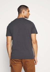 AllSaints - HIGHWAY CREW - Print T-shirt - washed black/jet black - 2