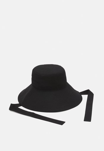 VMNAWAL BUCKET HAT