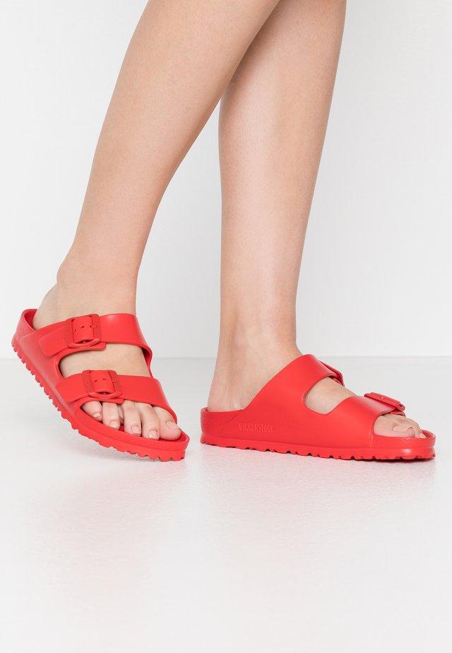 ARIZONA - Sandały kąpielowe - active red