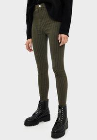 Bershka - Jeans Skinny Fit - khaki - 0