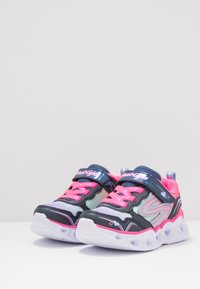 Skechers - HEART LIGHTS - Matalavartiset tennarit - neon pink/multicolor sparkle - 3
