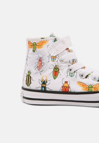 Converse - CHUCK TAYLOR ALL STAR BUGGED OUT HI UNISEX - Sneakers hoog - white/natural ivory/black - 4