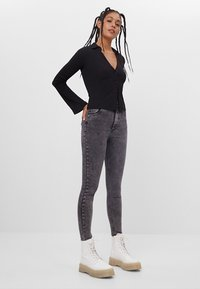 Bershka - MIT SEHR HOHEM BUND  - Jeans Skinny Fit - grey - 1