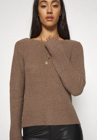 Even&Odd - BASIC- BACK DETAIL JUMPER - Stickad tröja - light brown - 5