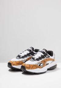 Puma - CELL KINGDOM - Sneakers laag - white/golden orange - 2
