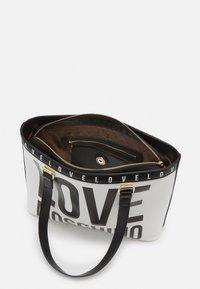 Love Moschino - BIG LOGO SHOPPER - Handbag - bianco - 3