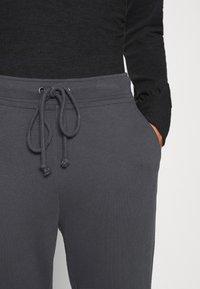Abercrombie & Fitch - LOGO - Teplákové kalhoty - asphalt - 6