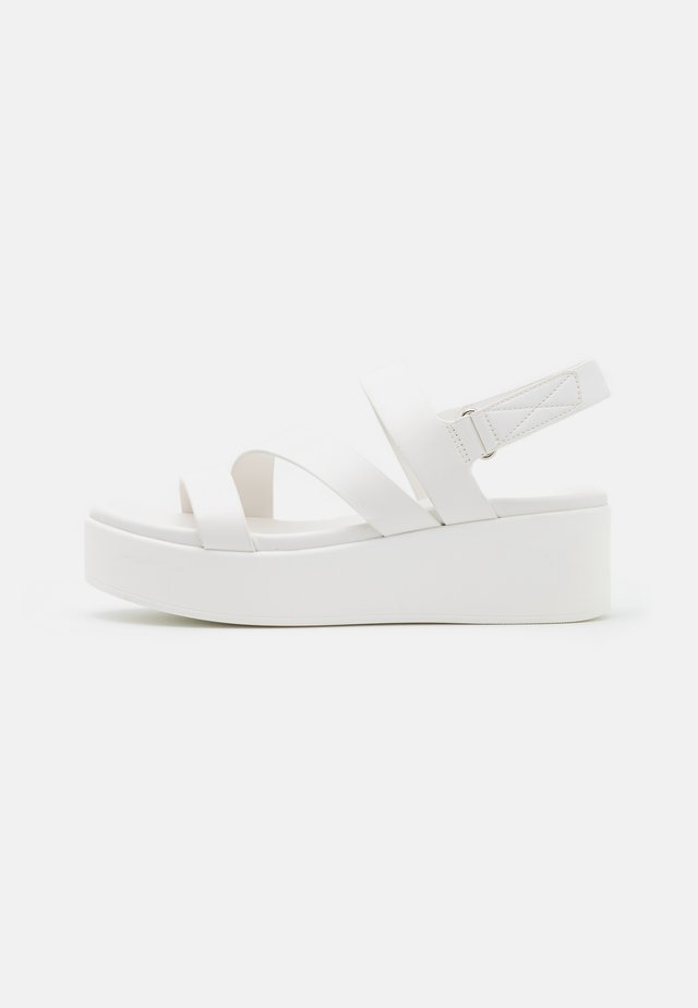 PERWELL - Plateausandaler - white