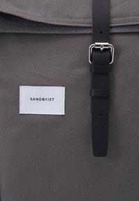 Sandqvist - DANTE UNISEX - Ryggsäck - multi grey/black - 3
