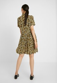 PIECES Tall - PCLALA SS DRESS - Shirt dress - black/small flowers - 3