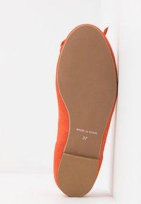 Brenda Zaro Wide Fit - WIDE FIT CARLA - Ballet pumps - naranja tostado - 6
