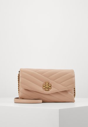 KIRA CHEVRON CHAIN WALLET - Across body bag - devon sand
