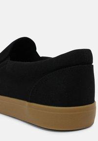 Cotton On - NATHAN - Tenisky - black/gum - 4