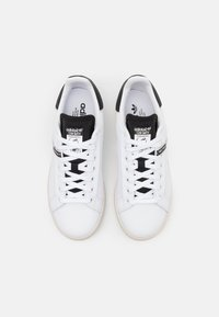 adidas Originals - STAN SMITH UNISEX - Trainers - footwear white/core black - 5