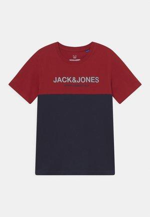 JJEURBAN BLOCKING TEE - Print T-shirt - red dahlia