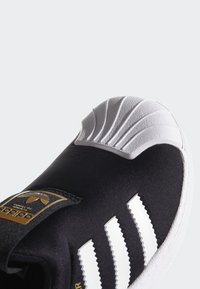 adidas Originals - SUPERSTAR 360 SHOES - Sneakersy niskie - black - 7