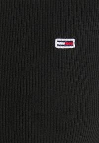 Tommy Jeans - SKINNY CROP TEE - Print T-shirt - black - 2