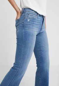 Paige - GENEVIVE  - Flared Jeans - north star destessed - 4