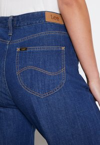 Lee - WIDE LEG - Jeans relaxed fit - rinsed denim - 7