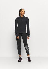 Sweaty Betty - THERMODYNAMIC HALF ZIP REFLECTIVE - Fleece jumper - black - 1