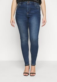Pieces Curve - PCHIGHFIVE FLEX - Jeans Skinny Fit - medium blue denim - 0