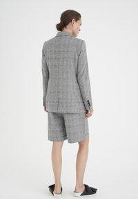 InWear - Shorts - black / white - 2