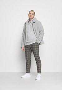 Cotton On - UNISEX ESSENTIAL - Hoodie - light grey - 1
