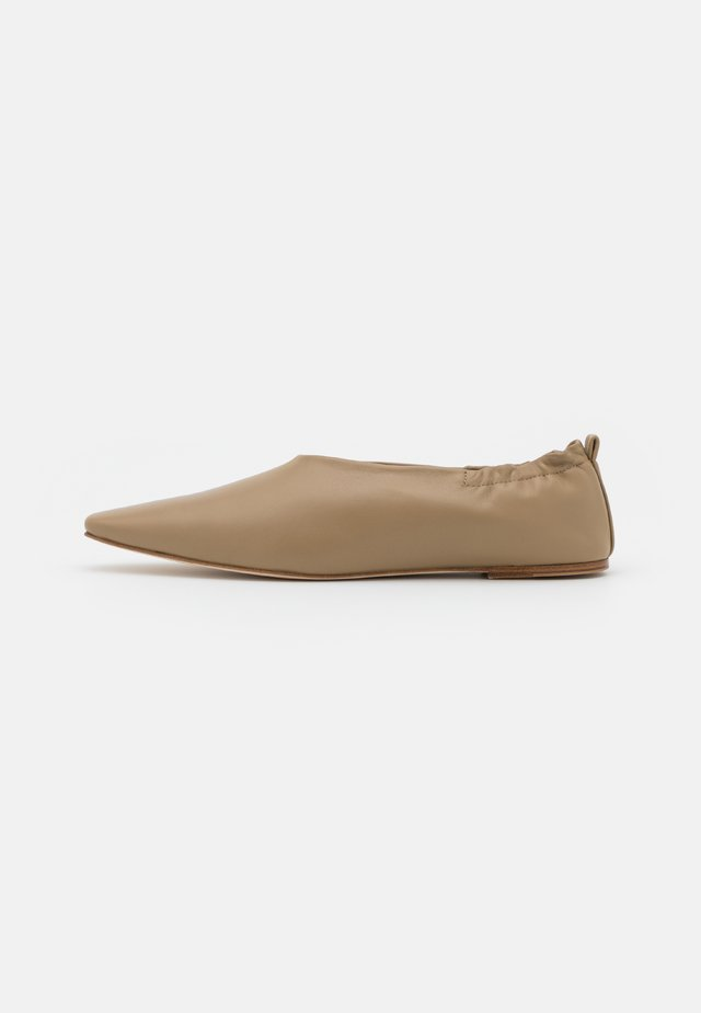 POINTY SQUARE - Loafers - beige