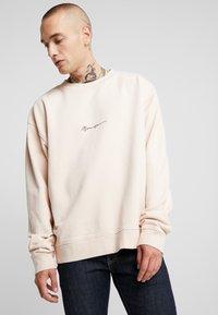 Mennace - ESSENTIAL BOXY UNISEX - Sweatshirt - beige - 0