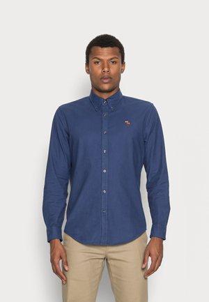 FALL OXFORD UPDATE  - Shirt - dark ocean blue with lifelike moose icon