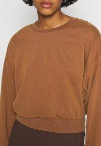 ONLY - ONLLUCINDA LIFE SHORT STAR BOX - Sweatshirt - cappuccino - 5