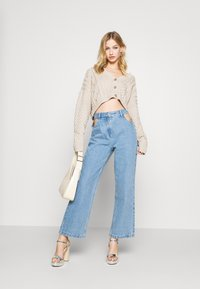 Milk it - MIXED CABLE CROPPED - Cardigan - cream - 1