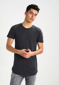 Jack & Jones - JJPRHUGO TEE CREW NECK  - Basic T-shirt - dark grey melange - 0