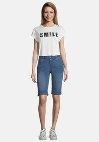 Cartoon - Denim shorts - blau - 1