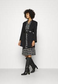Wallis - CHAIN DRESS - Vestido ligero - mono - 1