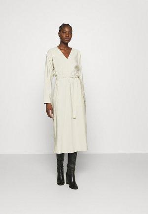 YAMA DRESS - Denní šaty - alfafa