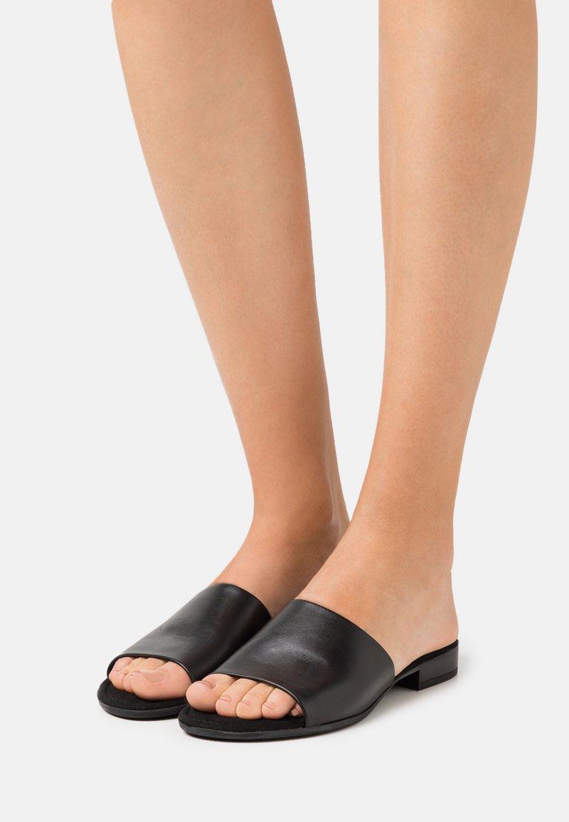 Gabor Comfort - Sandalias planas - black