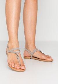 New Look - HOOPER - Flip Flops - mid grey - 0