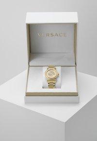 Versace Watches - V-MOTIF VINTAGE LOGO - Zegarek - gold-coloured - 3