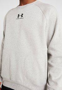 Under Armour - SPECKLED FLEECE CREW - Sweatshirt - light grey - 6