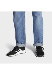adidas Originals - SWIFT UNISEX - Trainers - cblack/ftwwht/cblack - 0
