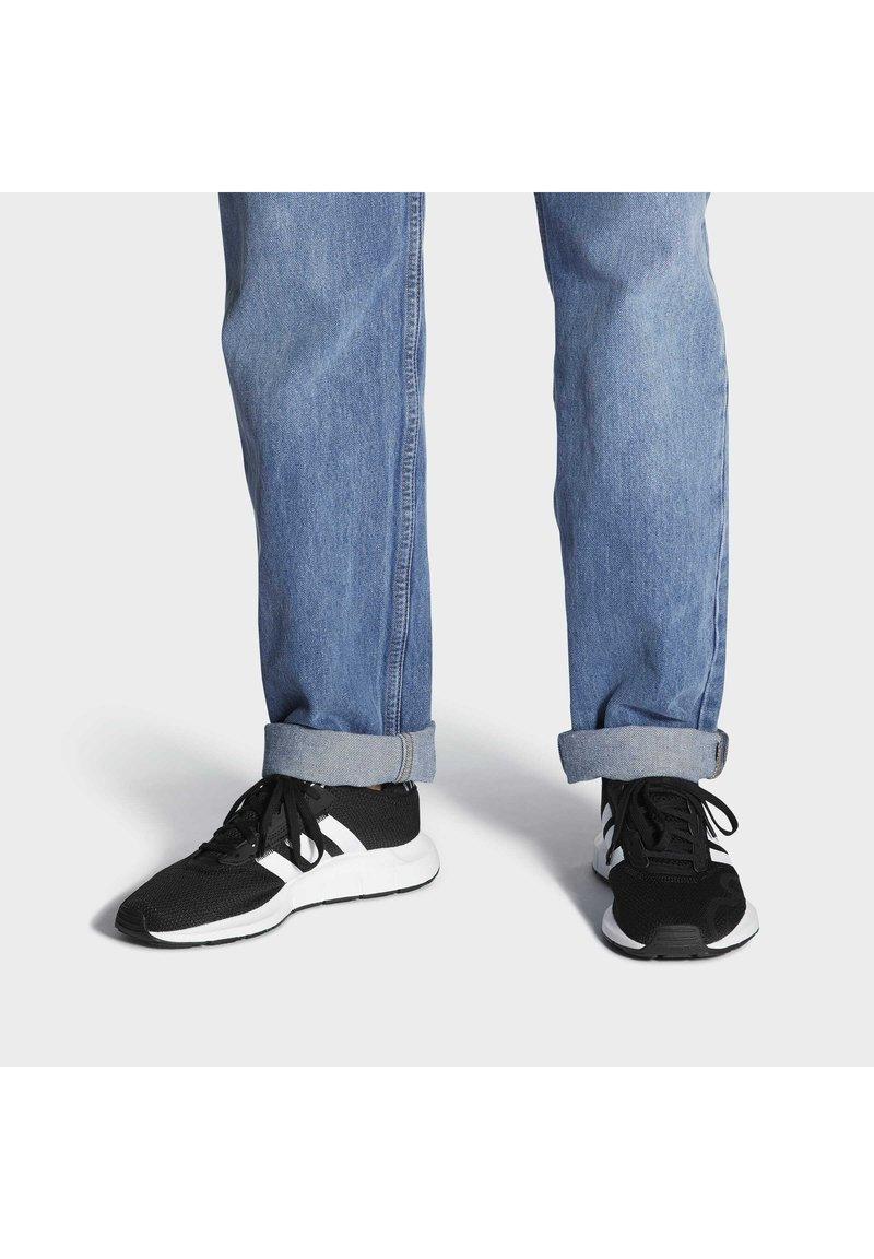 adidas Originals - SWIFT UNISEX - Trainers - cblack/ftwwht/cblack