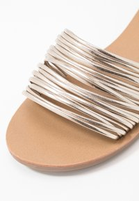 ONLY SHOES - ONLMELLY STRING SLIP ON  - Mules - gold - 2