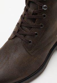 Jack & Jones - JFWBALLARD VINTAGE - Lace-up ankle boots - beluga - 5
