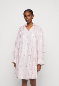 Victoria Victoria Beckham - LIPS PRAIRIE DRESS - Day dress - pink - 0
