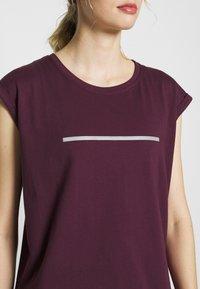 Even&Odd active - T-shirt med print - dark red - 5